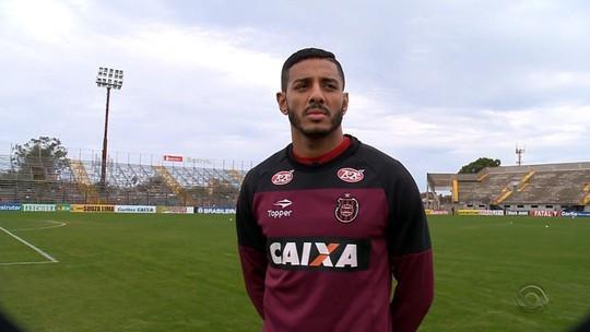 """Destaque do Brasil, Lincom explica apelido e vibra com fase: """"Meu negócio é a área"""""""