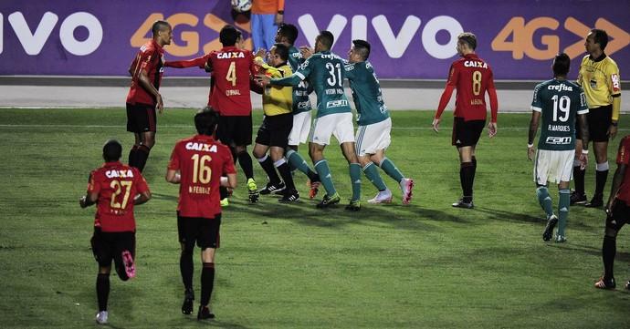 Confusão Sport x Palmeiras (Foto: Marcos Ribolli)