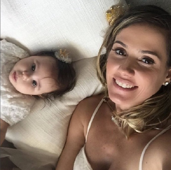 Deborah Secco e filha  (Foto: Carol Caminha/Gshow)