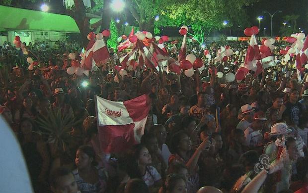 Central do Carnaval lotada em apresentação de escolas de samba (Foto: Reprodução/TV Amapá)