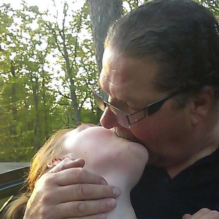 Reba e Thom em momento íntimo