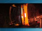 Ônibus tomba e deixa 44 pessoas feridas na RJ-155, em Rio Claro