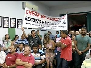 População no plenário da câmara  (Foto: Reprodução/TV Anhanguera)