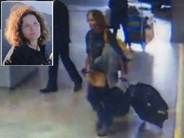 A médica Eliza Cremasco aparece desembarcando no Aeroporto de Guarulho levando uma mochila amarela e uma mala de rodinhas (Foto: Reprodução/TV Globo)