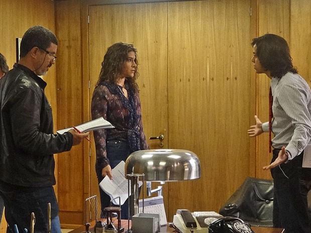 Priscila Fantin grava primeiras cenas ao lado de Rodrigo Simas e diretor André Camara (Foto: Maria Eduarda Freitas/Gshow)