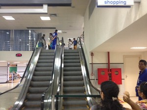 Vítima se desequilibrou da escada rolante (Foto: Marcelo Marques/ G1)
