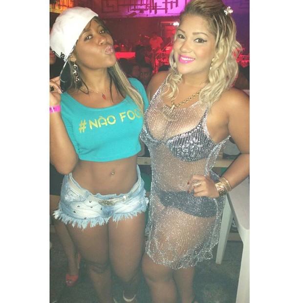 Mulher Filé com amiga em boate no Rio (Foto: Instagram/ Reprodução)
