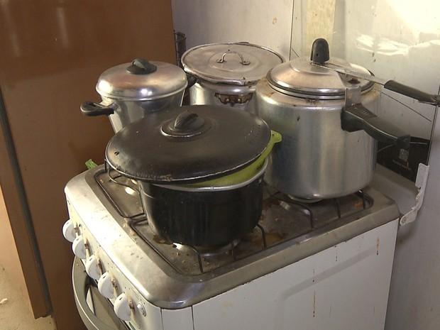 Criminosos obrigaram vítimas a preparar lanche e jantar, durante roubo (Foto: Reprodução/TV Paraíba)