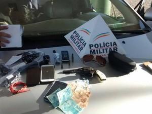 Material foi apreendido com os suspeitos em Divinópolis (Foto: Polícia Militar/Divulgação)
