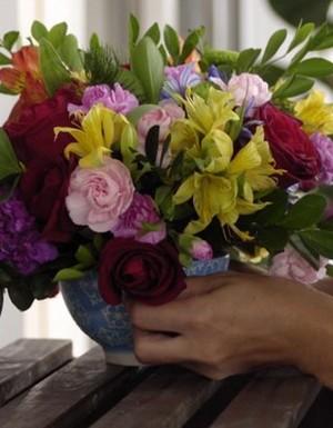 mais cor, por favor, episódio 5, carol costa, mais plantas, adriana, thalita carvalho, arranjo de flores