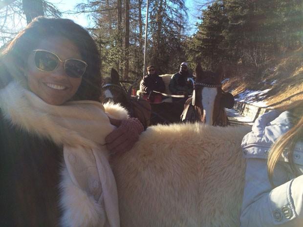 Atriz passeia de carroagem por Saint Moritz (Foto: Arquivo Pessoal)