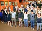 Em posse de secretariado, grupo de artistas faz ato contra Camolese
