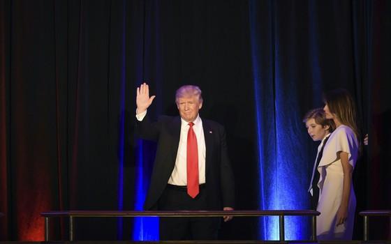 Donald Trump acena para eleitores em Nova York, EUA (Foto: AFP)