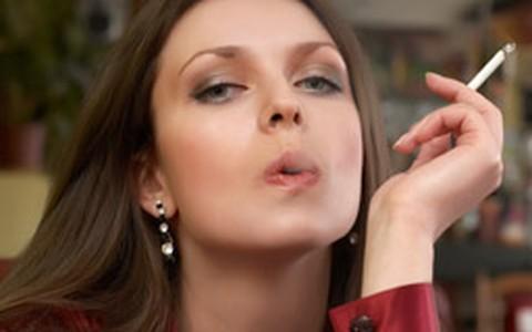Chicletes e adesivos de nicotina não ajudam a abandonar o cigarro, sugere nova pesquisa