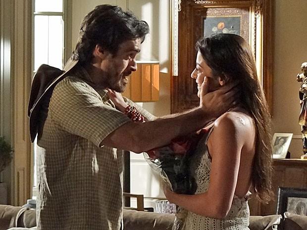 Tobias e Jacira fazem juras de amor (Foto: Amor Eterno Amor/TV Globo)