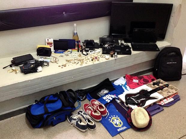 Objetos roubados pela quadrilha foram apreendidos pela PM de Mococa (Foto: Luis Corvini/EPTV)