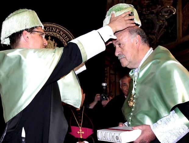 Vicente del Bosque em cerimônia na universidade na Espanha (Foto: EFE)