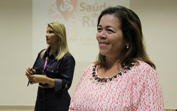 Diretora do local, Ítala Rodrigues, conta sobre serviços oferecidos pelo Centro (Foto: Katiúscia Monteiro/ Rede Amazônica)