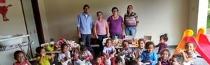 Agudos entrega brinquedos e materiais para escola do Assentamento Agrocentro