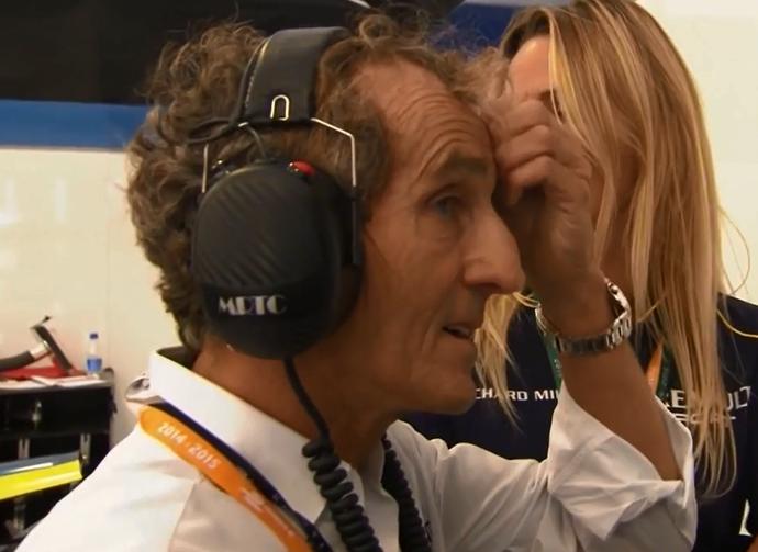 Nos boxes da e.Dams, Alain Prost fica incrédulo com batida do filho Nicolas em Pequim (Foto: Reprodução)