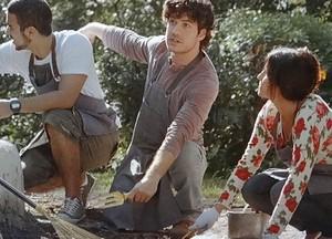Jonas, Bento e Rosemere capricham no jardim (Foto: Sangue Bom / TV Globo)