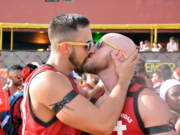beijo gay no bloco de Caudia Leite (Foto: Júnior Improta/Ag Haack)