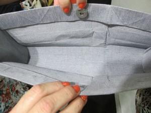 Detalhe do forro de uma das bolsas (Foto: Mariane Rossi/G1)