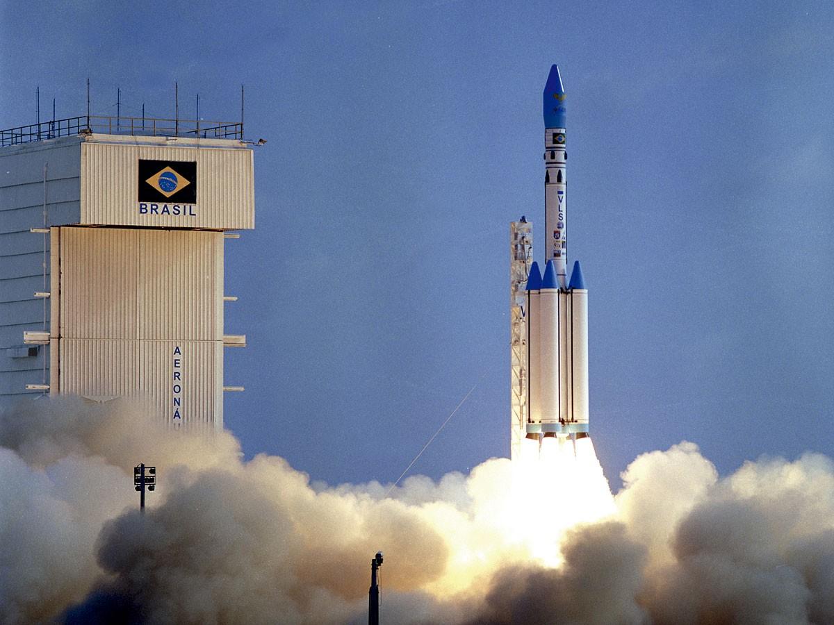 DESASTRE: Lançamento do protótipo 2 do VLS-1, da base de Alcântara. Uma falha no sistema pirotécnico, no 2º estágio, ocasionou a explosão (Foto: Divulgação/ CLA-IAE)