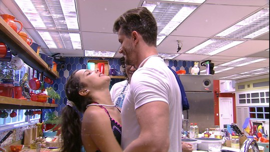 Emilly confessa para Marcos: 'Não quero que tu vá para o Paredão'