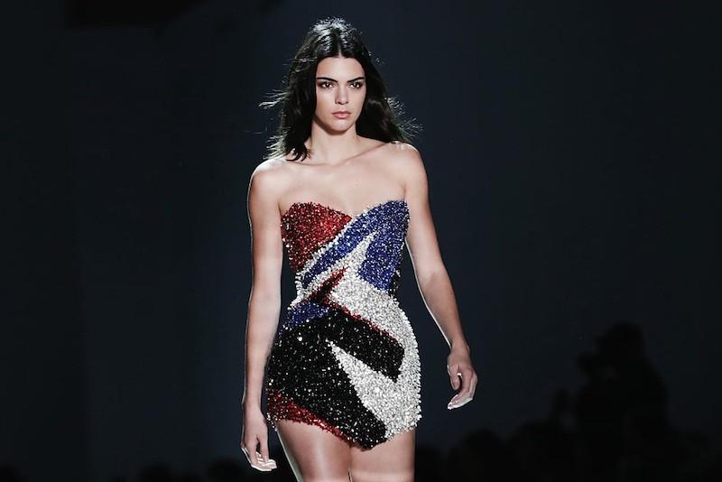 Kendall Jenner fecha o desfile de Alexandre Vauthier (Foto: Getty)