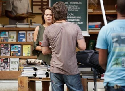 Lili leva susto e acredita ter visto Sofia na rua
