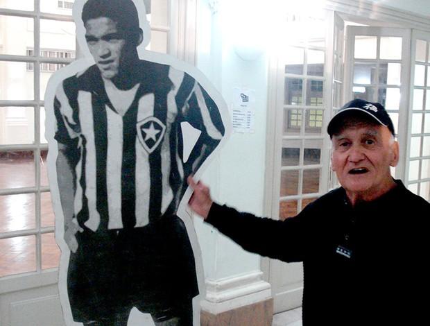 homenagem Garrincha no Botafogo Tavares, ex-goleiro (Foto: Thiago Benevenutte )
