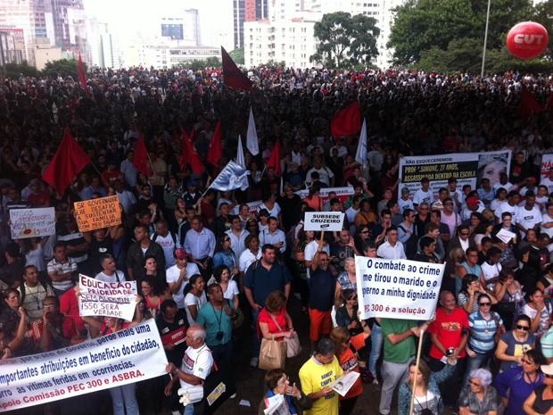 Protesto ocorre no vão livre do Masp, na região da Paulista (Foto: Julia Basso Viana/G1)