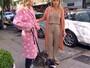 Luiza Possi usa pijama para passear com seus cachorrinhos no 'Estrelas': 'Não ligo'