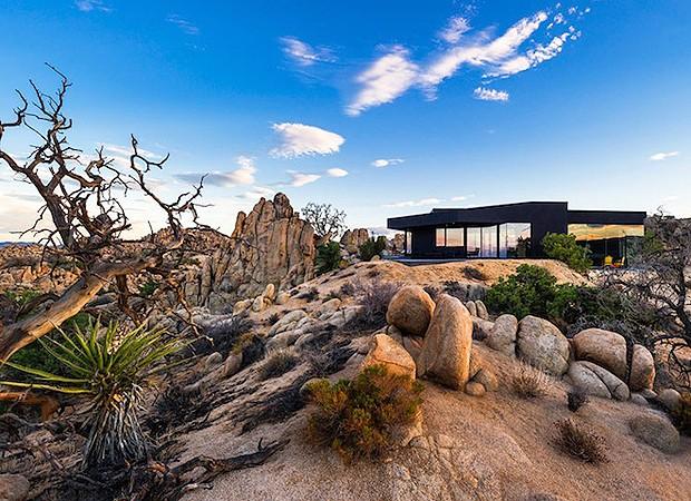 Casa fica no meio de deserto nos Estados Unidos (Foto: Divulgação)