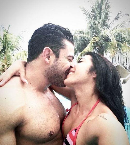 Priscila Pires beija João Reis, apontado como seu novo namorado (Foto: Reprodução/Instagram)