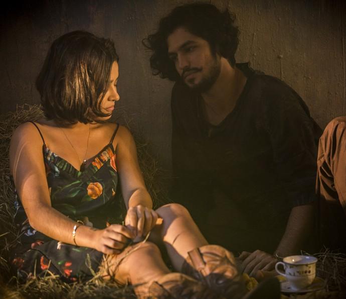 Olívia e Miguel sofrem com o sumiço de Santo (Foto: Inácio Moraes/ Gshow)