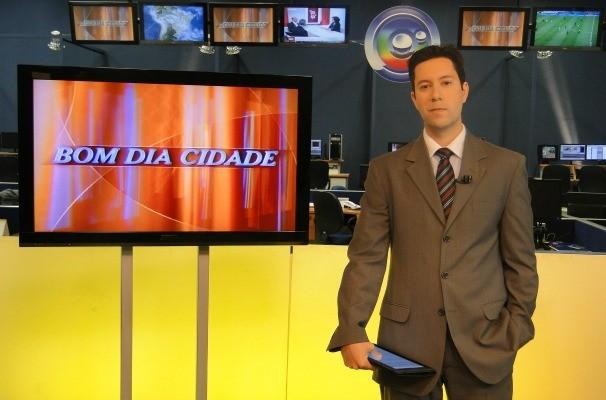 Guilherme Azevedo apresenta o Bom Dia Cidade para a região de Bauru e Marília (Foto: Arquivo / TV TEM)