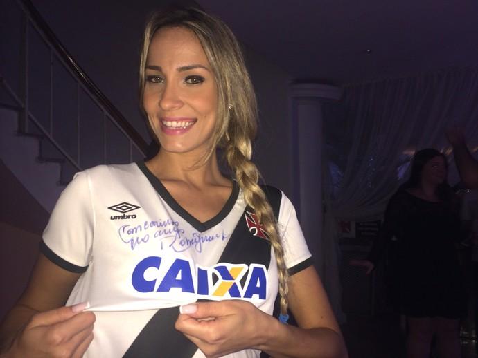 Vale do Piancó Notícias  Vasco lança novos uniformes em evento ... 1da37f74c0cd8