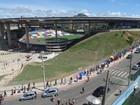 Mutirão da febre amarela forma fila gigante no estádio Kleber Andrade