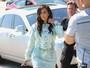 Kim Kardashian usa minissaia e exibe boa forma nos Estados Unidos