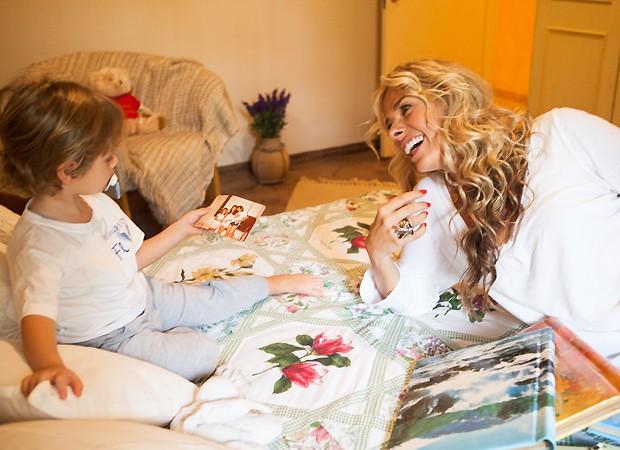 Vittorio com a mãe (Foto: Lufe Santos)