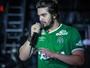 Luan Santana usa camisa da Chapecoense em show em São Paulo