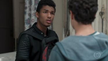 Anderson teme que Tina se incomode com o presente que ganhou de Samantha