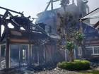 Fogo provocado por raio destrói casa de alto padrão em Campos do Jordão