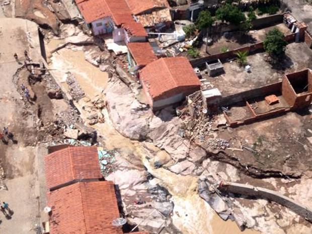 Imagem aérea registra estragos provocados pela chuva em Lajedinho (Foto: Andréa Silva/TV Bahia)