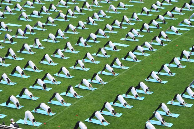 Que tal praticar um pouco de yoga? (Foto: Getty Images)