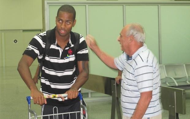 Dedé, desembarque do Vasco (Foto: Thiago Fernandes / Globoesporte.com)