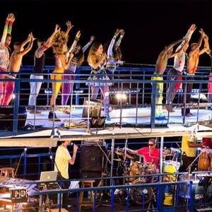 Daniela Mercury com o Dream Team do Passinho em 2014 no Carnaval de Salvador, na Bahia (Foto: Arquivo pessoal)