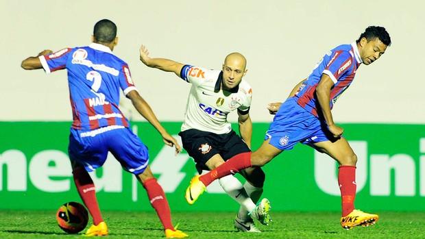 Alessandro Corinthians e Bahia (Foto: Marcos Ribolli)